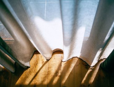 Do curtains keep the heat out?