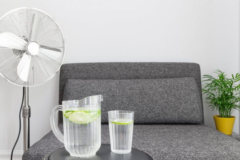 How to cool down a room with a fan and ice