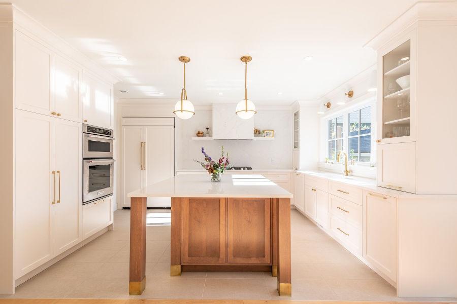 Big bright kitchen.