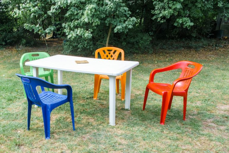 How to renew plastic outdoor furniture.