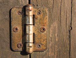 How to stop door hinges from rusting.